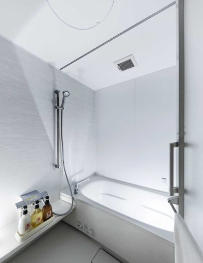 2018_12_21_Grey_Wolf_Chalet_20_1F_Shared_Bathroom2_ss